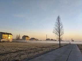 乡村薄雾升