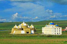 草原旅游区蒙古包造型的宾馆