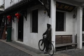 锦溪古镇邮递员塑像