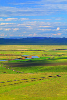 绿色山地牧场风景