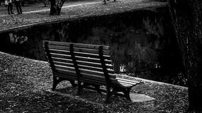 河边的椅子