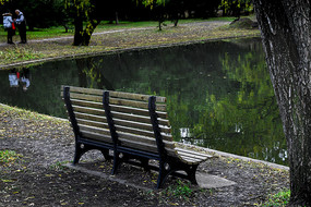 河边的椅子彩色片