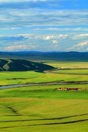 呼伦贝尔草原绿色牧场河湾风景