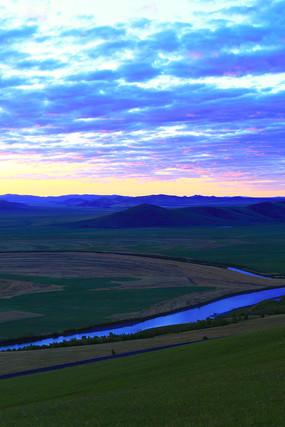 呼伦贝尔草原河湾夕阳风景