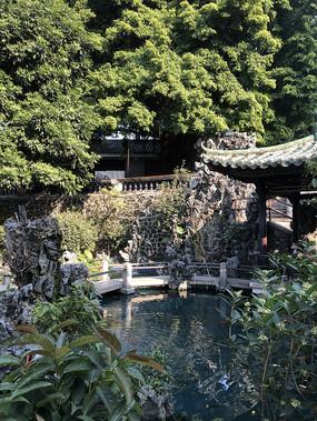 祖庙里的水池院子