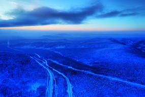 大兴安岭雪域山林山路