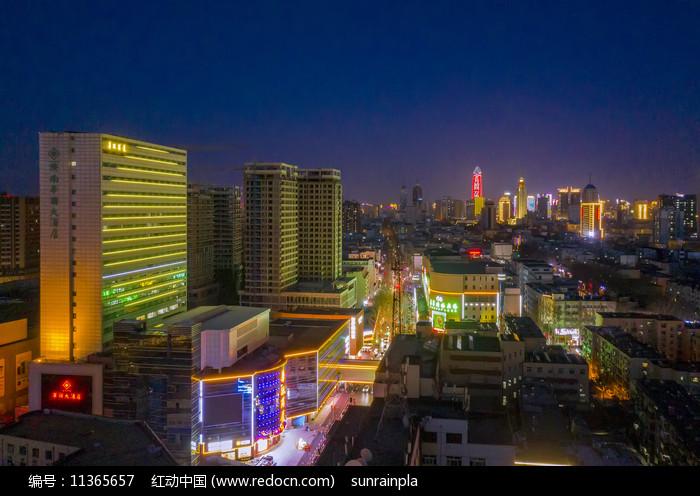 夜幕下的济南华联大酒店图片
