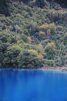 藍色湖泊九寨溝風景