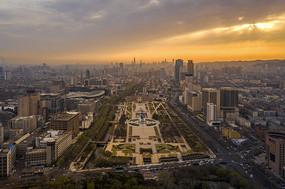 朝阳下泉城广场风光