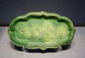 绿釉印水波三花纹海棠盘