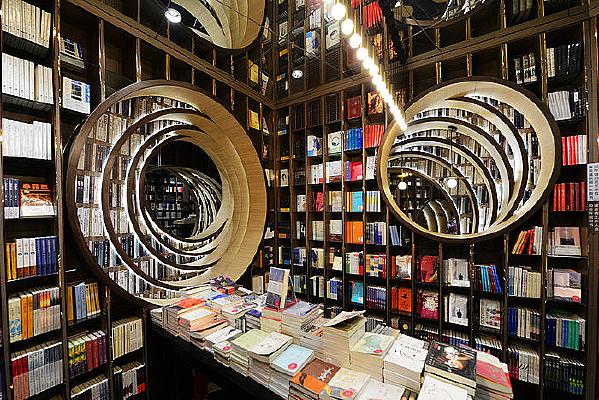 书店里的书籍
