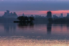 大明湖黎明風光