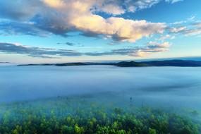 大兴安岭茂密林海云雾云景