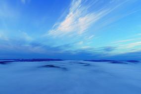 大興安嶺山巒晨霧云朵