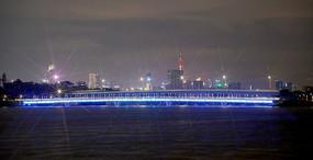 夜晚深圳湾人才桥灯光
