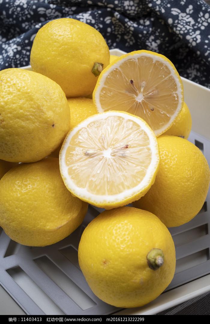 切開的檸檬圖片