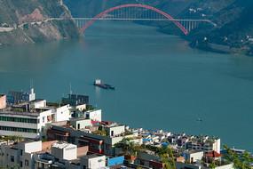 長江之濱的巫山縣城和巫峽口