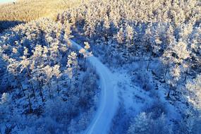 大兴安岭冬季山岭雪路