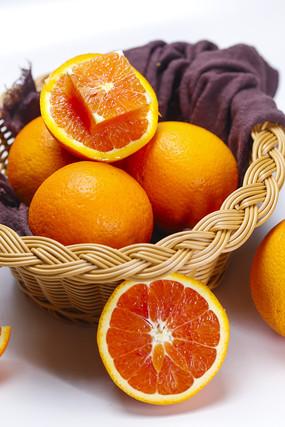 竹篮内的中华红橙水果图片