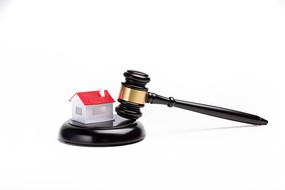 房子与法官锤
