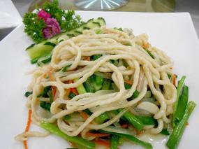 鲁菜美食-炒石斑鱼丝
