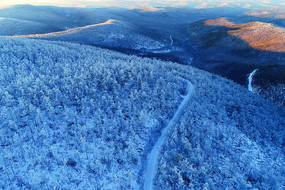 大兴安岭冬季雪原公路风景