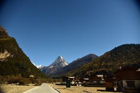 高原的原始村庄