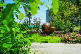 仿铜蜗牛雕塑