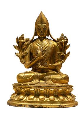 清代藏族宗喀巴大师铜像白背景