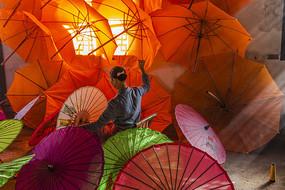 制作油纸伞摄影图