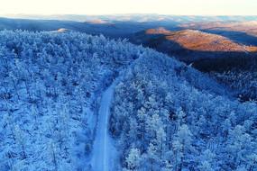 大兴安岭冬季原林海雪原山路风景