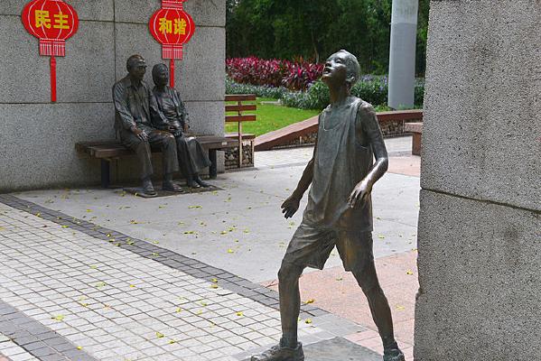 深圳华侨城路缘花境雕塑广场