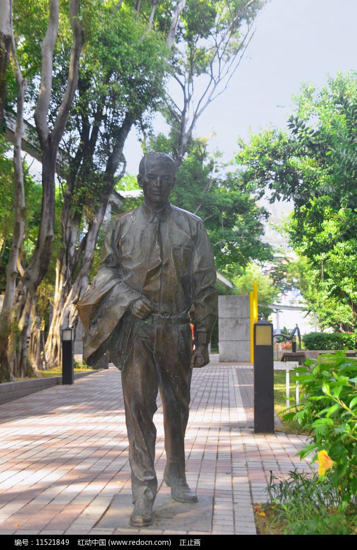 深南大道雕塑广场西装白领塑像图片