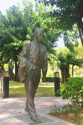 深南大道街心花园西装白领塑像