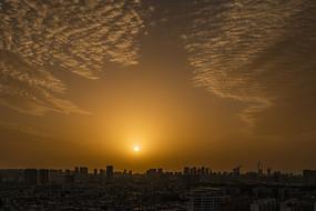 城市云开日出壮美景观