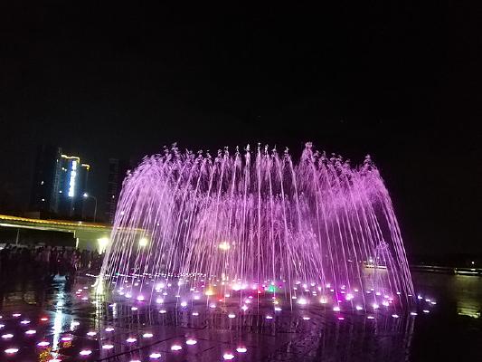 彩色地面音乐喷泉