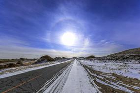 雪域高原沥青道路风光