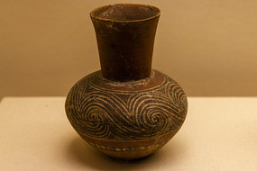 涡纹彩陶壶