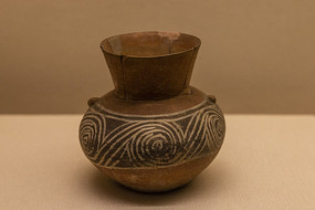 涡纹彩陶壶图片