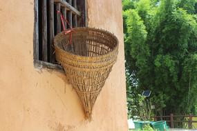 土房子捕鱼竹框