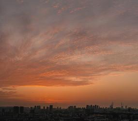 城市上空火烧云