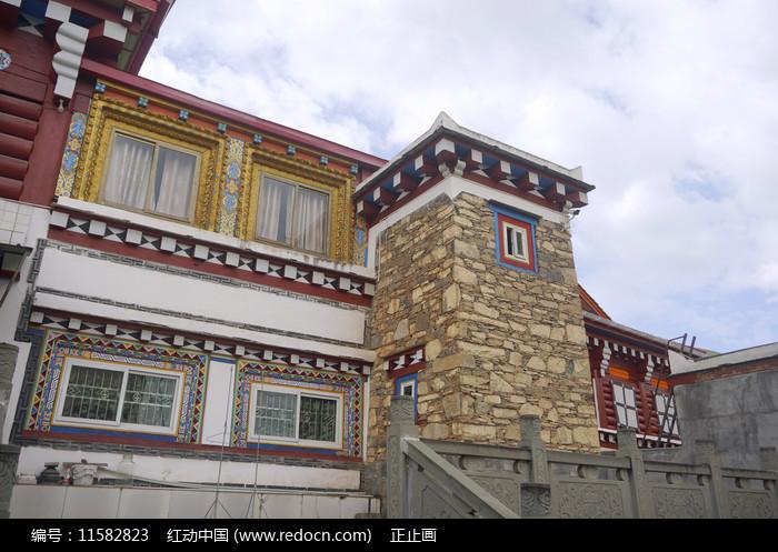 四川道孚县城藏族民居建筑图片