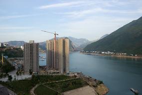 重庆巫山长江之边的江景房
