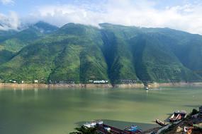 三峡水库巫山段自然风光
