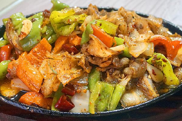 四川美食-铁板回锅肉