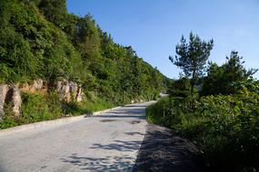 蜿蜒延申的乡村公路