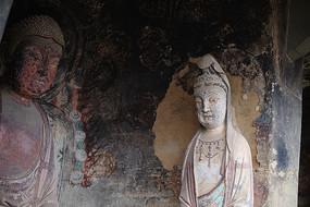 麦积山石窟彩绘佛像