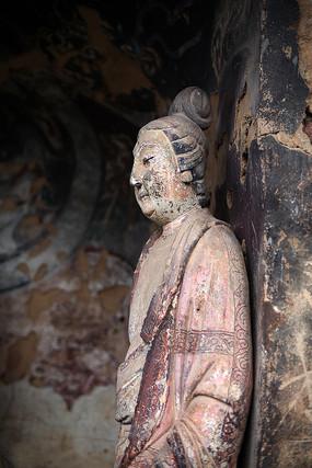 麦积山石窟彩绘佛像侧面特写