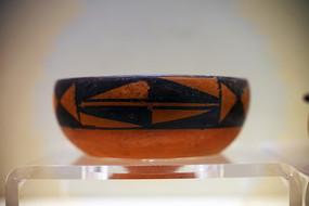 博物馆展出的古老陶器
