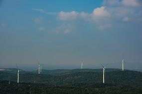 大山里的风车